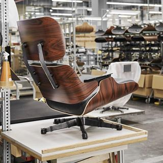 The Original Comes From Vitra Vitra Eames Eamesloungechair Vitraoriginal Eames Lounge Chair Eames Chair Vitra