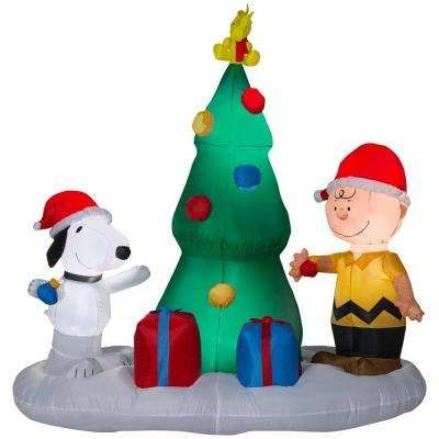6 Ft W Pre Lit Led Inflatable Snoopy And Charlie With Christm Inflatable Christmas Decorations Outdoor Christmas Inflatables Outdoor Inflatable Christmas Tree
