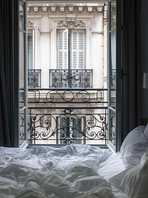 Der perfekte Weg, um in Paris aufwachen. Eine Tasse Kaffee und einen Blick auf d… The perfect way to wake up in Paris. A cup of coffee and a view of the Parisian rooftops from your bed. Paris Hotels, Hotel Paris, Paris Paris, Hotels Paris France, Paris Flat, Bedroom Scene, Cozy Bedroom, Bedroom Ideas, Bedroom Designs