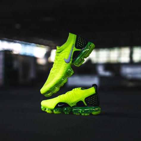 low priced dfbc7 2e482 Nike - Men s Air VaporMax 2 Flyknit (Volt   Black) Side