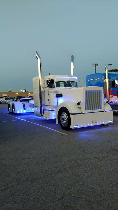custom trucks and equipment Show Trucks, Big Rig Trucks, Pickup Trucks, Truck Drivers, Custom Big Rigs, Custom Trucks, Custom Cars, Heavy Duty Trucks, Heavy Truck