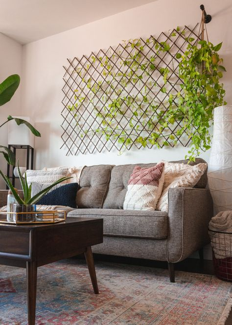 home decor plants Brooklyn Apartment Tour Apartamento No Brooklyn, House Plants Decor, Living Room Decor With Plants, Indoor Living Wall, Wall Of Plants, Home Plants, Indoor Plants, Plant Wall Decor, Indoor Plant Wall