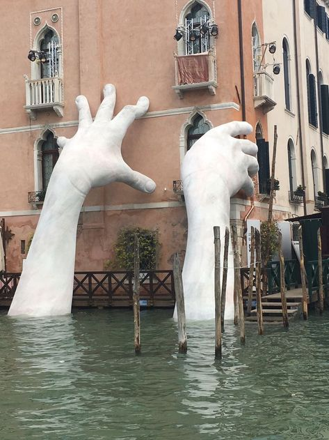 Italian sculptor Lorenzo Quinn's massive new sculpture, 'Support,' is a stark warning on the impact of rising sea levels.