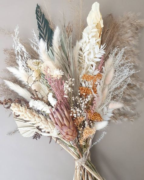Becoming a Wooten Large natural dried arrangement real natural dried preserved flowers dried bouquet Modern Flower Arrangements, Table Arrangements, Diy Dried Flower Arrangement, Flower Centerpieces, Paper Flowers Diy, Table Flowers, Dried Flower Bouquet, Dried Flowers, How To Preserve Flowers