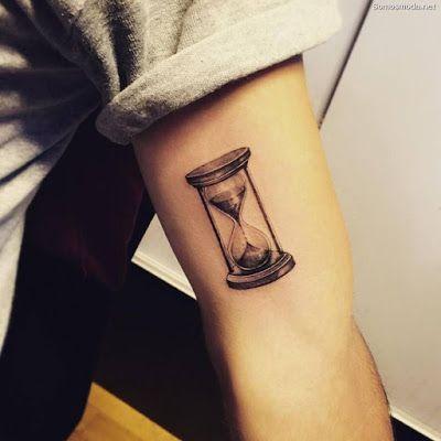 Tatuajes De Relojes De Arena Tatuaje Reloj De Arena Tatuajes De Relojes Tatuajes De Arte Corporal