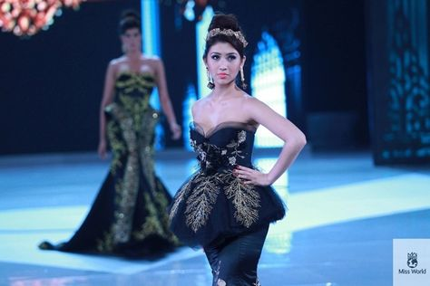 Miss Singapore. | 37 Over-The-Top Evening Gowns From The 2013 Miss World Fashion Show