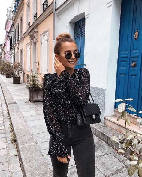 Autumn Winter 2019 Style Outfit Ideas Date Night Outfit Inspo All Black Outfit Ideas Chanel Bag Jeans And A Nice Top Friday Night Outfit Inspo