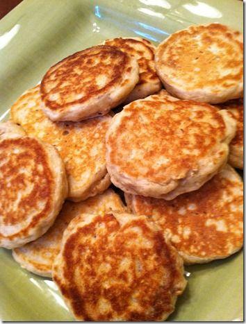 Itzy's Kitchen: Chobani Strawberry Banana Pancakes