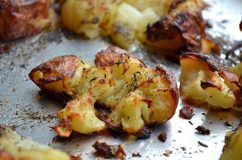 Crispy Smashed Potatoes from Rachel Schultz  Mais à tester parce que 1h10 de cuisson pour des patates, ça fait peur. L'idée de scrabouiller par contre, c'est pas mal.