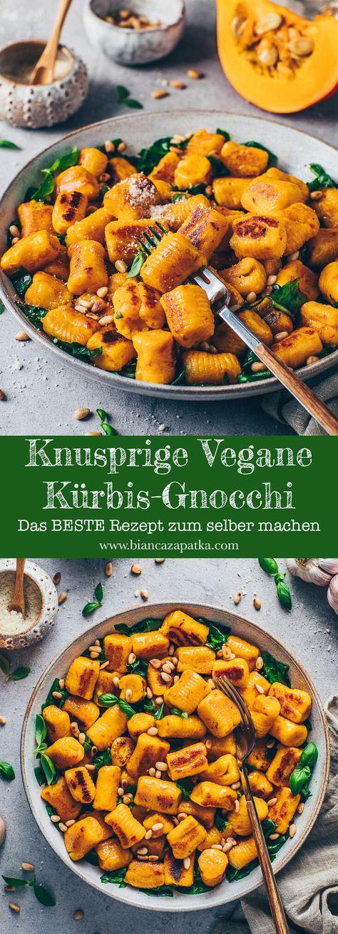 Ein einfaches Rezept für fluffige vegane selbstgemachte Kürbis Gnocchi mit nur 4 Zutaten Schritt-für-Schritt-Anleitung, wie du diese weichen Mini-Klöße aus Kartoffeln ohne Ei selber machen kannst! Sie sind goldbraun und knusprig angebraten und werden mit gesundem Spinat serviert! Das perfekte Wohlfühl-Essen für den Herbst! #gnocchi #kürbis #kartoffeln #selbermachen #selbstgemacht #rezepte #veganerezepte #vegetarisch #glutenfrei #einfach #kürbisrezept