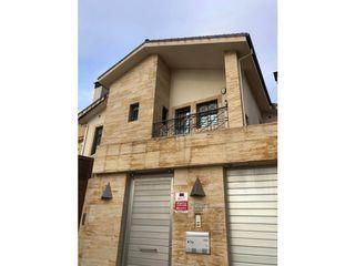 Chalet En El Raval Puertas Encarnades 44 En 2020 Casas De Ensueño Casa Adosada Chalet