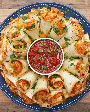 Blooming Quesadilla Ring #gameday #appetizer #movienight #cozyhome #Mexican #takeout #fastfood