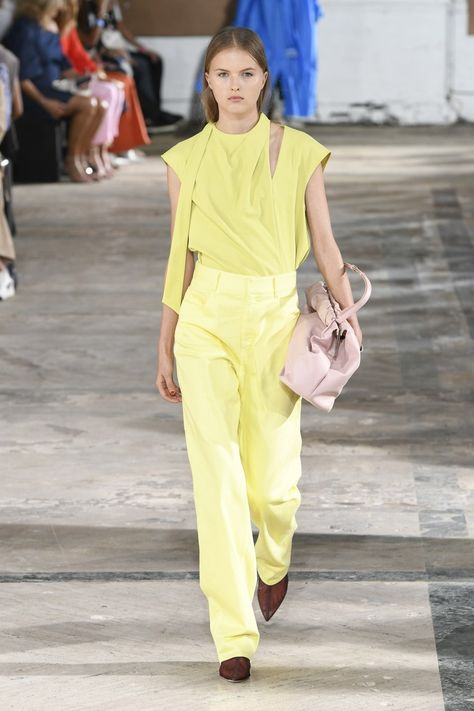 Tibi Spring 2019 Ready-to-Wear collection, runway looks, beauty, models, and reviews.