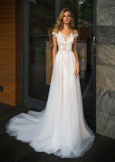 Florenz Hochzeitsmode Sommerkollektion - Elegant Wedding Magazine, Wedding Inspiration Florence Wedding Fashion Summer Collection Off the shoulder spitze hochzeitskleid