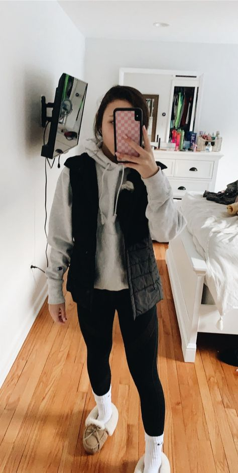See more of lia-raff's content on VSCO. Cute Outfits With Leggings, Cute Lazy Outfits, Trendy Fall Outfits, Teenage Outfits, Chill Outfits, Basic Outfits, Sporty Outfits, Teen Fashion Outfits, Athletic Outfits