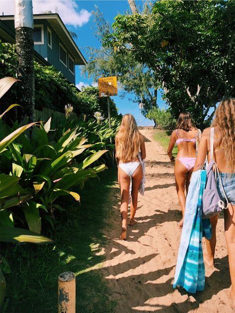 summer goals surf quick walk to the beach Beach Aesthetic, Summer Aesthetic, Aesthetic Outfit, Aesthetic Girl, Summer Feeling, Summer Vibes, Foto Transfer, Foto Casual, Best Friend Photos