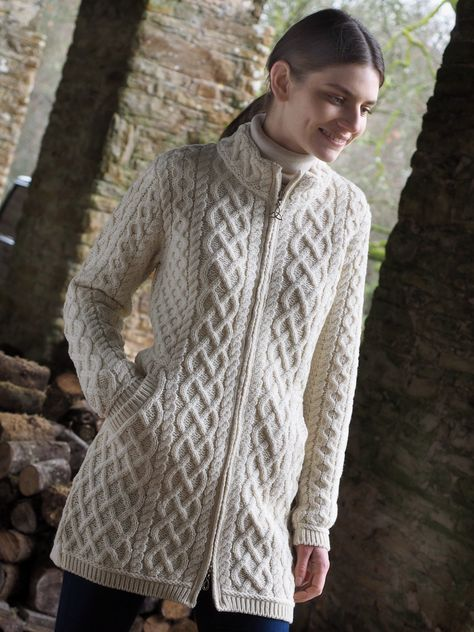 This coat is in 3/4 length and features the unique two tone plated effect. The Plating is a knitting style created by combining two colours together giving a 3D effect on the pattern. It also features the Celtic knot. trinity symbol on the zip. Made from 100% Merino wool.