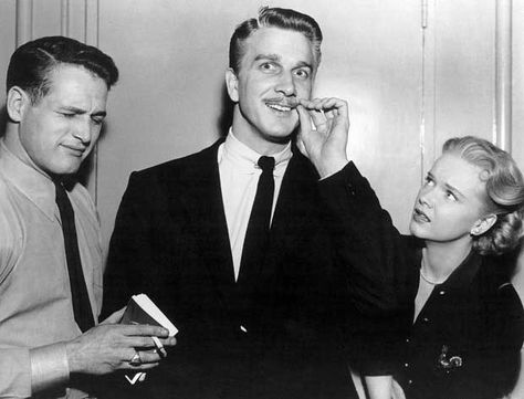 Paul Newman Leslie Nielsen and Anne Francis on the set of The Rack,1956 | Rare and beautiful celebrity photos