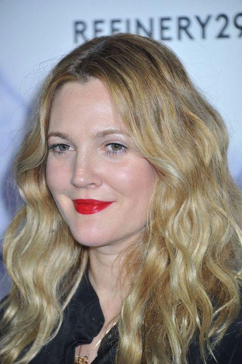 BOHEM: Skuespilleren Drew Barrymore er en stor inspirasjon når det kommer til kule og avslappede frisyrer. Kanskje det er fordi hun stort sett alltid har perfekt ettervekst? Foto: NTB scanpix