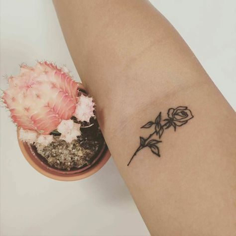 Resultado De Imagen Para Minimalist Rose Tattoo On Wrist Rose Hand Tattoo Tattoo Designs Hand Tattoos