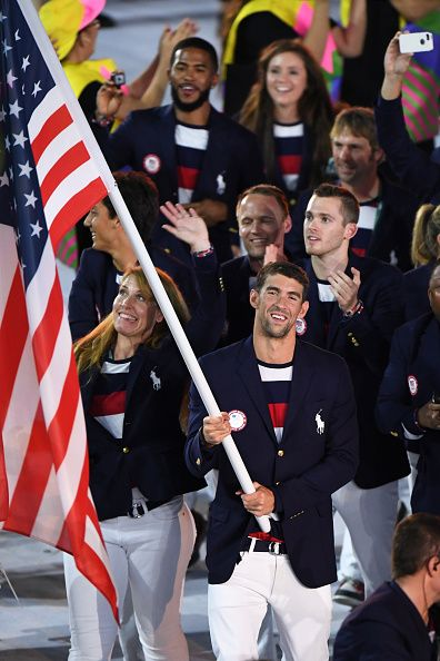 #RIO2016 USA's flagbearer Michael Phelps leads his delegation during the opening ceremony of the Rio 2016 Olympic Games at the Maracana stadium in Rio de...
