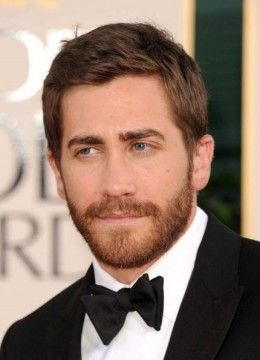 Jake Gyllenhaal, 32, at the Golden Globes Award.  Jake's short hair style is done by running your fingers upward to the side.  Notice that the hair part is hardly there. - 2013 Hairstyles for Men Short Medium Long Hair Styles Haircuts, by Rosie2010