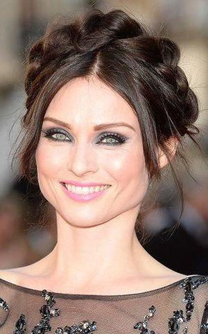 Pear Face Shape Howtowear Fashion Face Shapes Face Shape Hairstyles Long Face Hairstyles