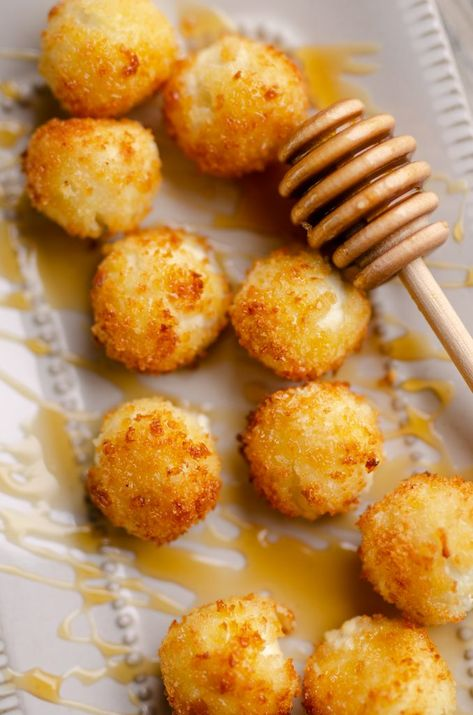 Airfryer Honey Goat Cheese Balls are a simple 5 ingredient recipe filled with creamy goat cheese for a decadent appetizer perfect for any holiday party! Fried Goat Cheese, Goat Cheese Recipes, Appetizers With Goat Cheese, Apple Dump Cakes, Roasted Butternut Squash Soup, 5 Ingredient Recipes, Creamy Mashed Potatoes, Five Ingredients, Partys