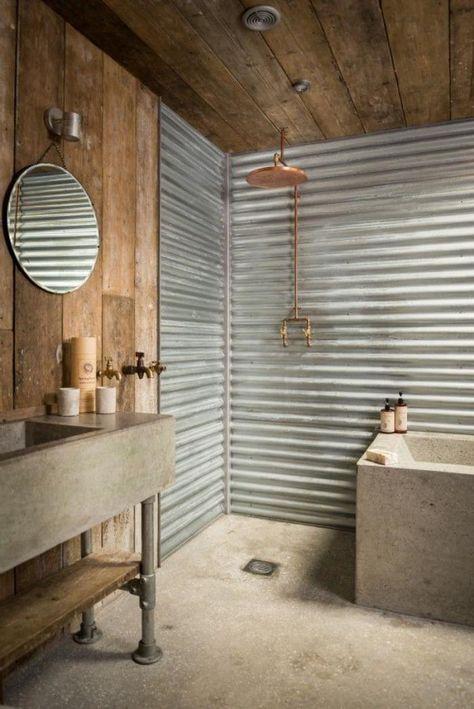 salle de bain rustique, baignoire et lavabo rectangulaires et petit miroir rond