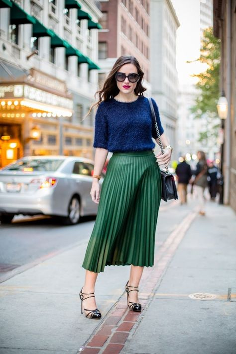 dark green pleated high waist skirt midi length fall autumn winter casual long green pleated skirt ladies outfit for work casual spring summer outfit ideas navy blue top fashion combination look cute green skirt women office outfit fashion street style