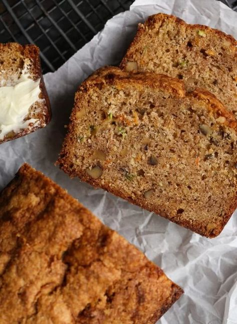 Autumn Bread is perfect fall baking, or anytime of the year! A combination of banana bread, carrot cake, and zucchini bread. #cookiesandcups #fallbaking #autumn #bananabread #zucchini #carrot