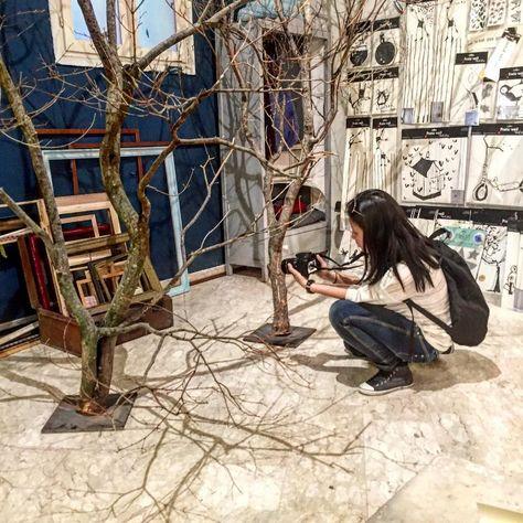 #laboratorio09 Grazie a @igersvicenza oggi giriamo per le botteghe artigianali di #Vicenza. Qui siamo nel magico mondo di Silvia e delle sue cornici dalle quali ti puoi affacciare e scoprire colori oggetti senza tempo originali decorazioni d'interni. Tutto riflette il gusto e la passione dell'artista artigiana @silvialab09 che lavora il legno in modo tradizionale e unico in barba alle dure leggi del mercato. #vicenzainandout #laboratorio09 #creatoadarte #igersveneto #igersvicenza…