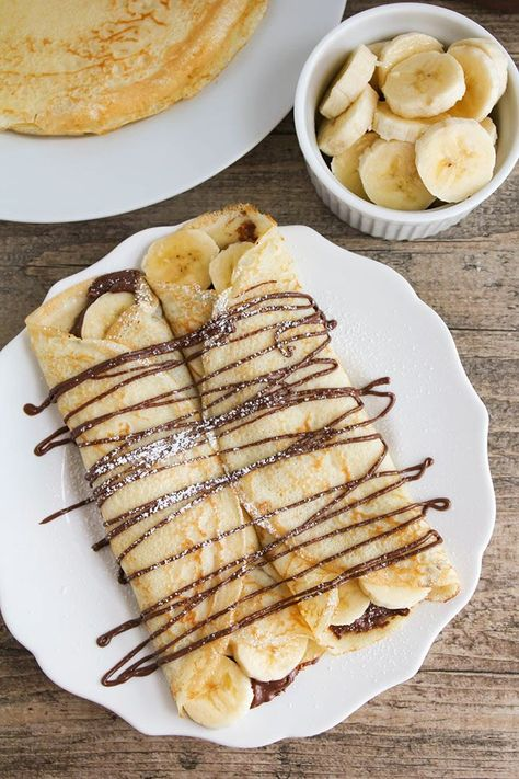 Banana Crepes + 23 Delicious Nutella Recipes These nutella banana crepes are the perfect indulgent breakfast or dessert. Super easy to make and so delicious!These nutella banana crepes are the perfect indulgent breakfast or dessert. Super easy to make and Crepes Nutella, Banana Crepes, Strawberry Crepes, Nutella French Toast, Strawberry Desserts, Think Food, Love Food, Mothers Day Brunch, Mothers Day Breakfast