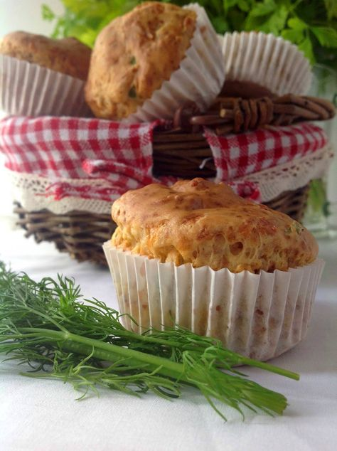 Muffin de eneldo con crema de surimi de cangrejo - Dill muffins filled with surimi cream English recipe included