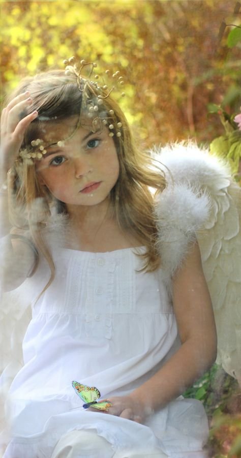 ♥ Angel face, pretty little girl I Believe In Angels, Ange Demon, Angels Among Us, Angel Art, Baby Kind, Vintage Roses, Shabby Vintage, Beautiful Children, Little Princess