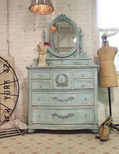 Painted Cottage Chic Shabby Aqua Romantic Dresser Ch15 1495 00 Via Etsy Sha Reparacion De Muebles De Madera Pintura Muebles Vintage Muebles Viejos Pintados
