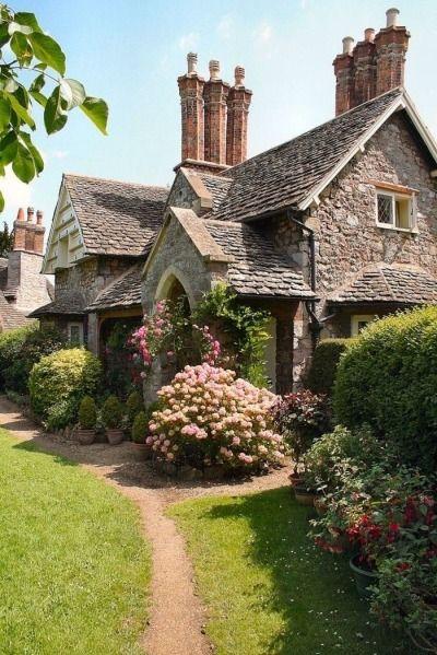 English Farmhouse, Victorian Farmhouse, English Country Gardens, Farmhouse Front, Modern Farmhouse, English Cottage Style, English House, French Cottage, Farmhouse Ideas