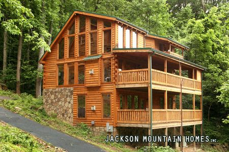 Gatlinburg TN is a place I really want to go. It's right at the base of the smoky mountains. Jackson mountain homes has a variety of cabins that you can rent and sleep a lot of people for cheap. They have awesome ammenities.