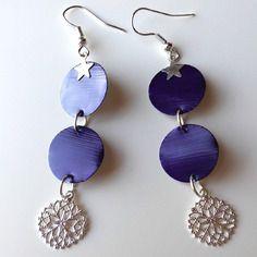 Boucles d'oreille en capsule de café nespresso violette et un pendent rond metal estampé argenté