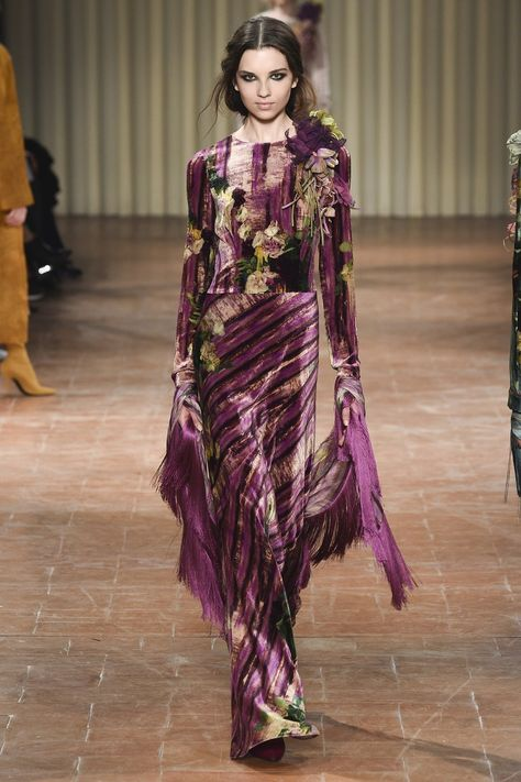 Alberta Ferretti Fall 2017 Ready-to-Wear collection, runway looks, beauty, models, and reviews.