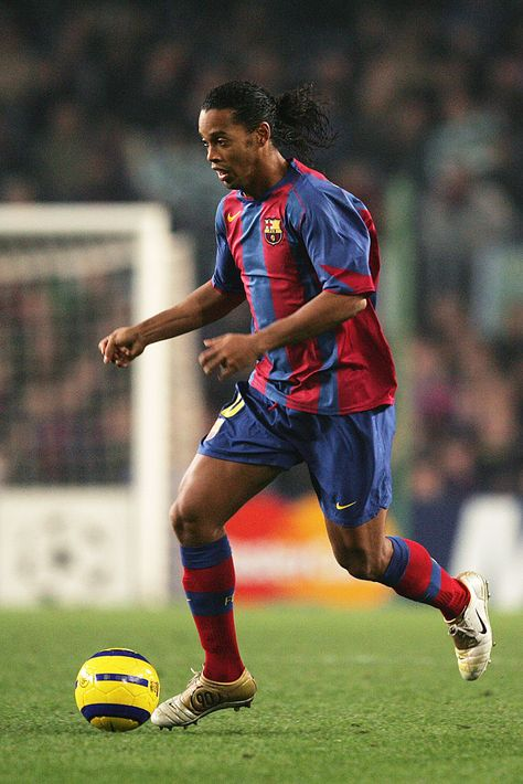 BARCELONA, SPAIN - NOVEMBER 24:  Ronaldinho of Barcelona in action during the UEFA Champions League Group F match between FC Barcelona and Glasgow Celtic, held at The Nou Camp Stadium on November 24, 2004 in Barcelona, Spain.  (Photo by Richard Heathcote/Getty Images)