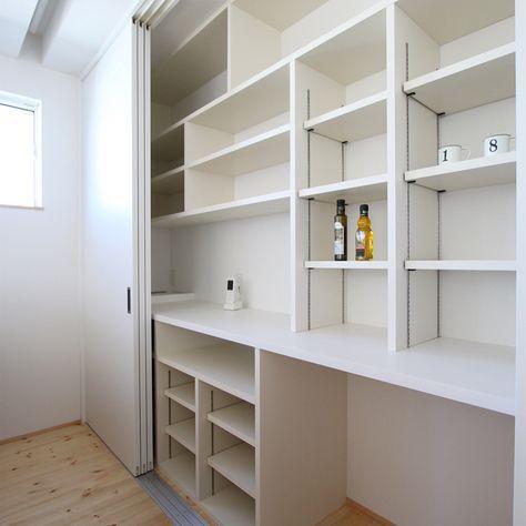 3枚引戸の食器棚 写真2枚目はその中身 パントリー並に収納できる