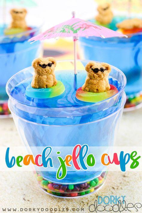 Cute Jello dessert for a beach party, birthday party, or BBQ. Yummy jello beach cup dessert tutorial and recipe. Pool Party Treats, Snacks Für Party, Luau Snacks, Summer Treats, Summer Desserts, Beach Party Desserts, Kids Beach Party, Beach Party Foods, Beach Themed Snacks