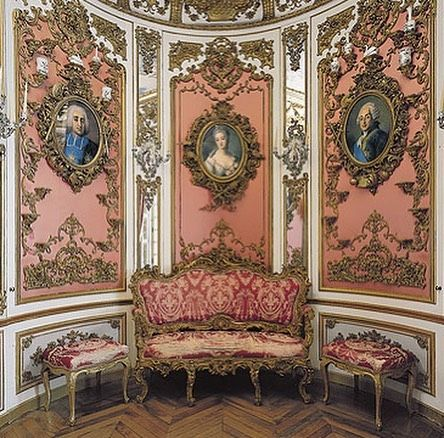 Pink Cabinet At Schloss Linderhof In Bavaria Featuring Members Of The Court Of Versailles Via Unebell Linderhof Palace Interior Pictures Castles Interior