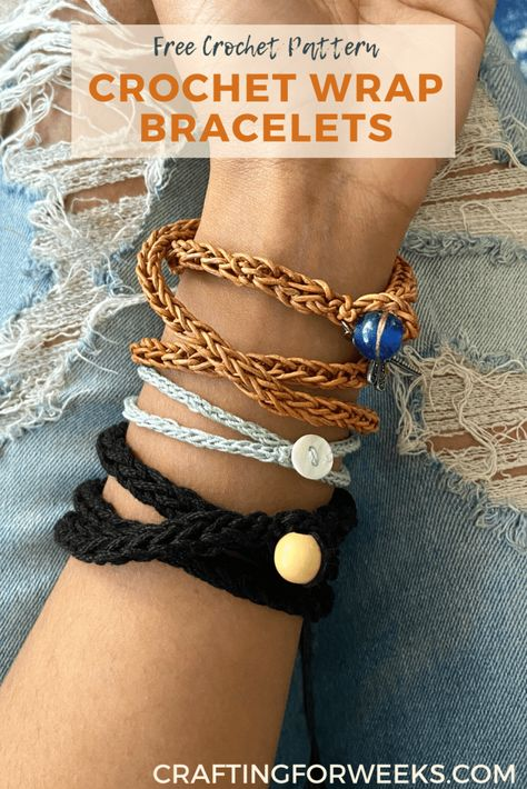 Crochet a trendy, wrap bracelet with this easy tutorial! This fun accessories can be made with leather cord, yarn or even crochet thread. Crochet I Cord, Crochet Bracelet Pattern, Crochet Jewelry Patterns, Knit Bracelet, Crochet Beaded Bracelets, Thread Crochet, Bracelet Patterns, Diy Crochet Wrap Bracelet, Crochet Accessories Free Pattern