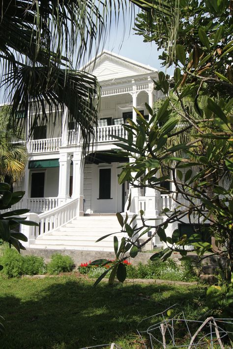 An old Bermudian mansion, in a back street of St. Georges.