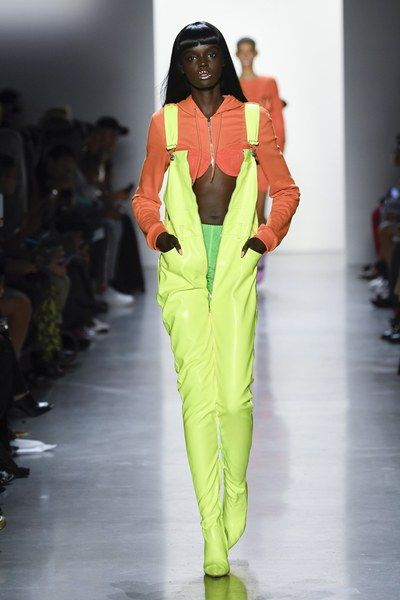 Jeremy Scott Spring 2019 Ready-to-Wear Fashion Show Collection: See the complete Jeremy Scott Spring 2019 Ready-to-Wear collection. Look 17