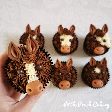 Horse / Pony Cupcakes – Little Peach Cakery Horse Cake Pops, Horse Cupcake, Fondant Horse, Animal Cupcakes, Cupcake Cookies, First Communion Cakes, Horse Birthday Parties, Paris Cakes, Harry Potter Cake