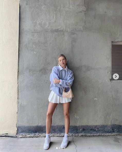 Cute tennis outfits for Summer, tennis skirt, sporty chic, effortless style #tennis #pleated #summer #athleisure #sneakers Indie Outfits, Punk Outfits, Cute Casual Outfits, Retro Outfits, Grunge Outfits, Vintage Outfits, Summer Outfits, Outfits For Girls, Sporty Chic Outfits