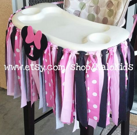 Minnie Mouse party highchair banner https://www.etsy.com/listing/197102838/pink-minnie-mouse-fabric-high-chair